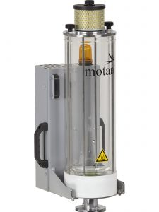 Los secadores de aire comprimido no requieren secantes y son adecuados especialmente para el secado de pequeñas cantidades de granulado. En la imagen el equipo comptacto de secado de aire comprimido modelo LUXOR CA S con tolva de secado de pared doble de cristal