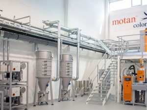 Example for a permanent central vacuum, installed in motan-colortronic's new Tech Center in Friedrichsdorf: in the centre two central filters, left two side channel blowers on top of each other
