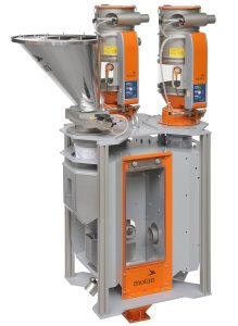 On the left a material loader installed on a refilling hopper. On the right and in the middle material loaders with controlled outlet flaps for direct refilling (image: Motan-Colortronic)